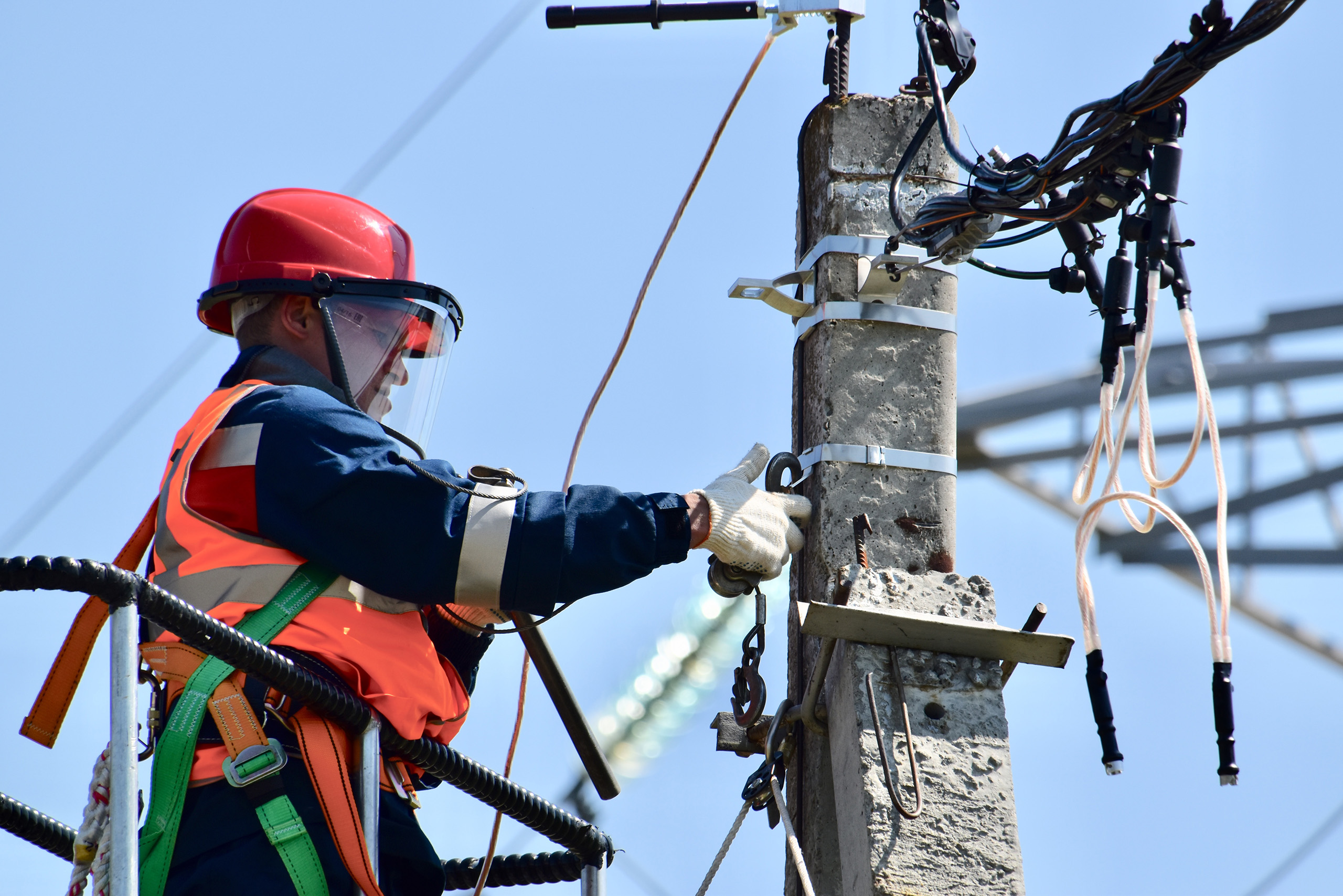 electrician working on powerlines